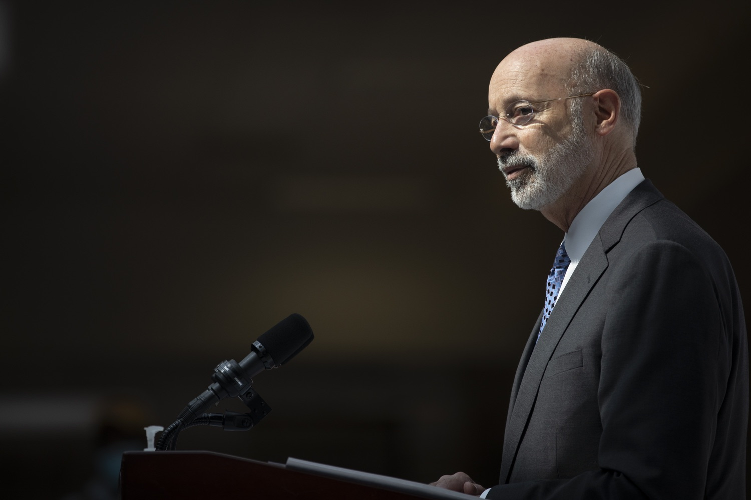 "<a href=""https://filesource.wostreaming.net/commonwealthofpa/photo/18712_gov_vaccines_dz_005.jpg"" target=""_blank"">⇣ Download Photo<br></a>Pennsylvania Governor Tom Wolf speaking with the press.  Continuing to visit COVID-19 vaccine clinics around the state, Governor Tom Wolf toured a clinic at the Washington Crown Center in Washington County today. The clinic is one of three operated by the Washington Health System (WHS) serving rural communities in southwestern Pennsylvania.  North Franklin Township, PA  April 28, 2021"