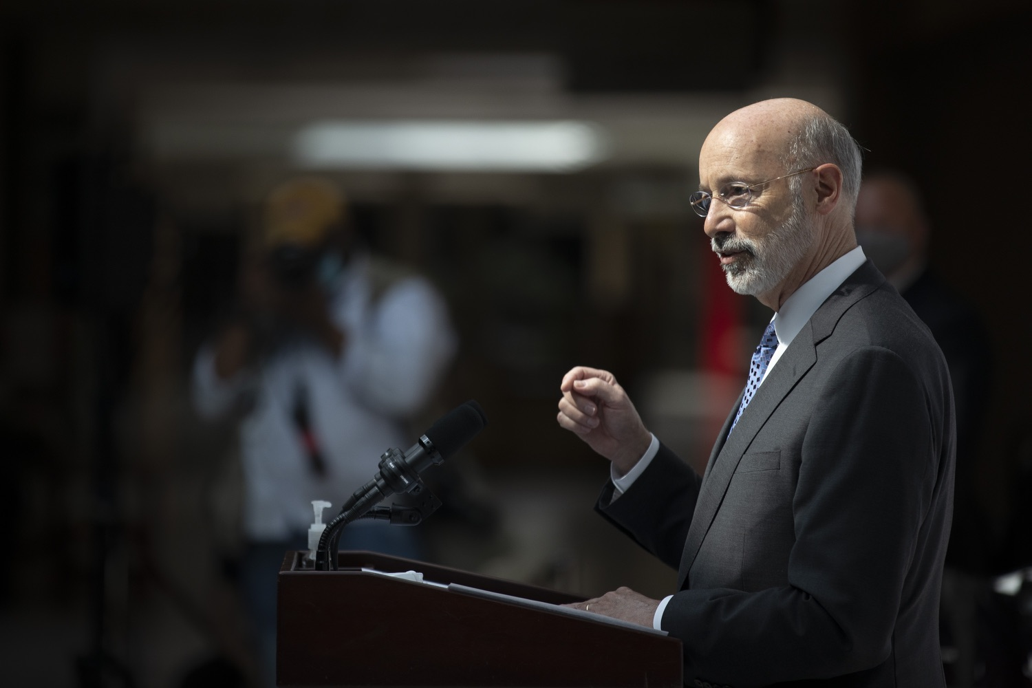 "<a href=""https://filesource.wostreaming.net/commonwealthofpa/photo/18712_gov_vaccines_dz_007.jpg"" target=""_blank"">⇣ Download Photo<br></a>Pennsylvania Governor Tom Wolf speaking with the press.  Continuing to visit COVID-19 vaccine clinics around the state, Governor Tom Wolf toured a clinic at the Washington Crown Center in Washington County today. The clinic is one of three operated by the Washington Health System (WHS) serving rural communities in southwestern Pennsylvania.  North Franklin Township, PA  April 28, 2021"
