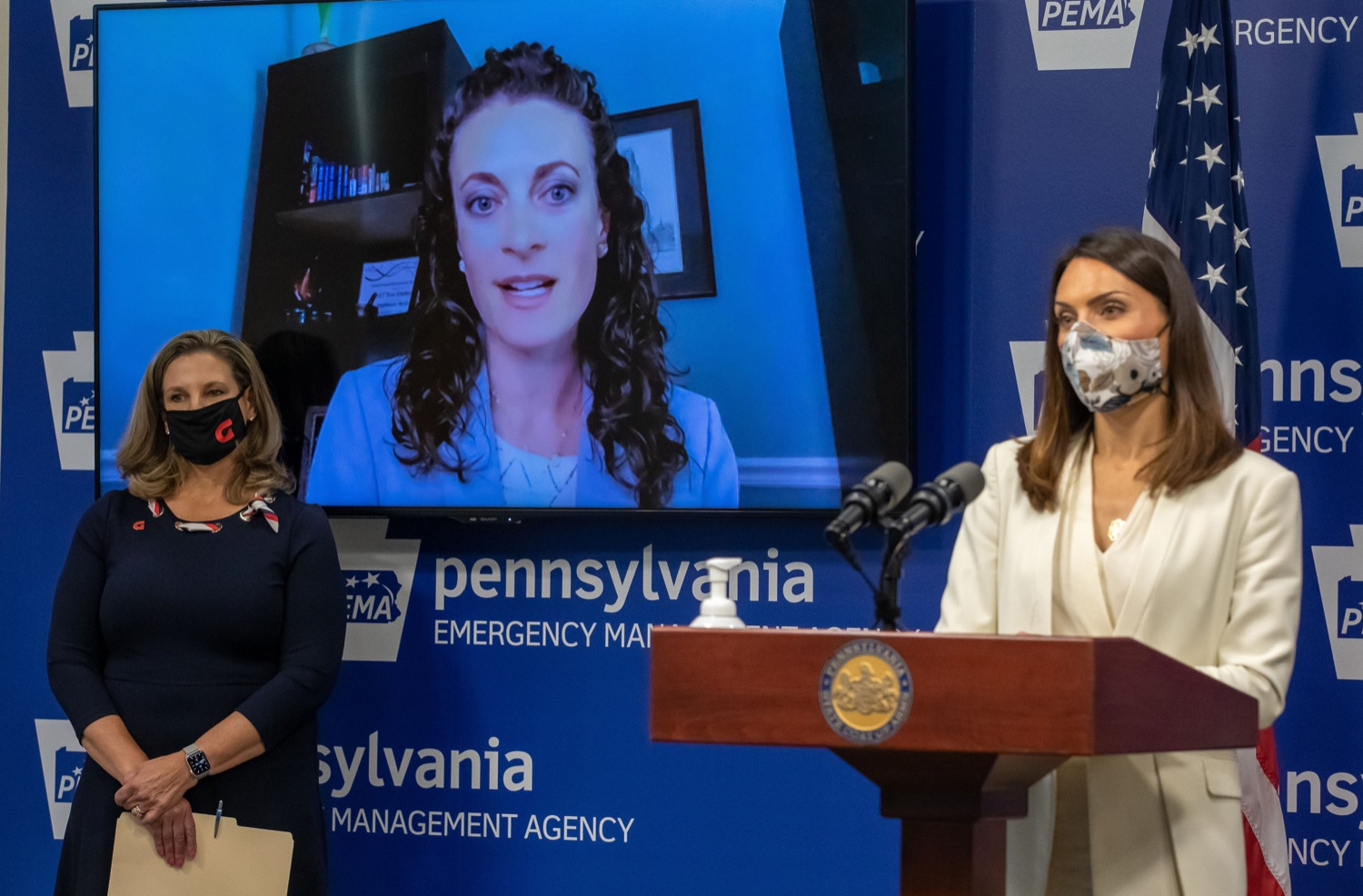 """<a href=""""https://filesource.wostreaming.net/commonwealthofpa/photo/18772_doh_retailPharm_00015.jpg"""" target=""""_blank"""">⇣Download Photo<br></a>Department of Health, Federal Retail Pharmacies Highlight Strong Partnership to Vaccinate Pennsylvanians, with Zoom call in Stephanie McGrath, Exec. Director PA Pharmasists Care Network."""
