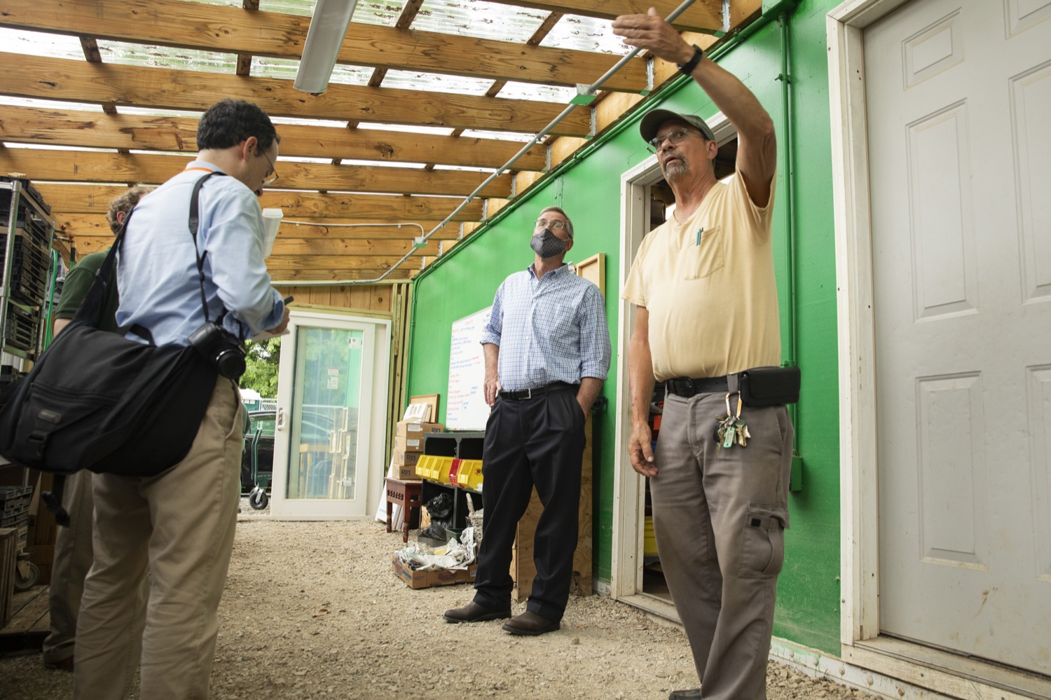 """<a href=""""https://filesource.wostreaming.net/commonwealthofpa/photo/18787_agric_urbangardens_06.jpg"""" target=""""_blank"""">⇣Download Photo<br></a>Bruce Manns gives Secretary Russell Redding a tour of the many greenhouses and gardens at York Fresh Food Farms, in York, PA on July 3, 2021."""