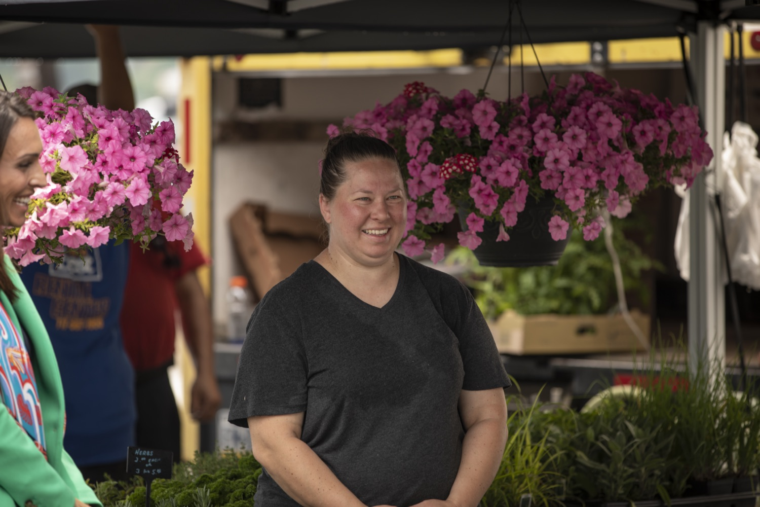 """<a href=""""https://filesource.wostreaming.net/commonwealthofpa/photo/18790_Agr_Farm_Market_08.jpg"""" target=""""_blank"""">⇣Download Photo<br></a>At the Open-Air Farmers Market at the Farm Show Complex in Harrisburg today, Wolf Administration officials reminded Pennsylvanias low-income seniors and WIC recipients to obtain and use their vouchers from the Pennsylvania Farmers Market Nutrition Program (FMNP) to purchase fresh, local fruits, vegetables, and herbs from FMNP-approved farmers at farmers markets and farm stands across the commonwealth."""