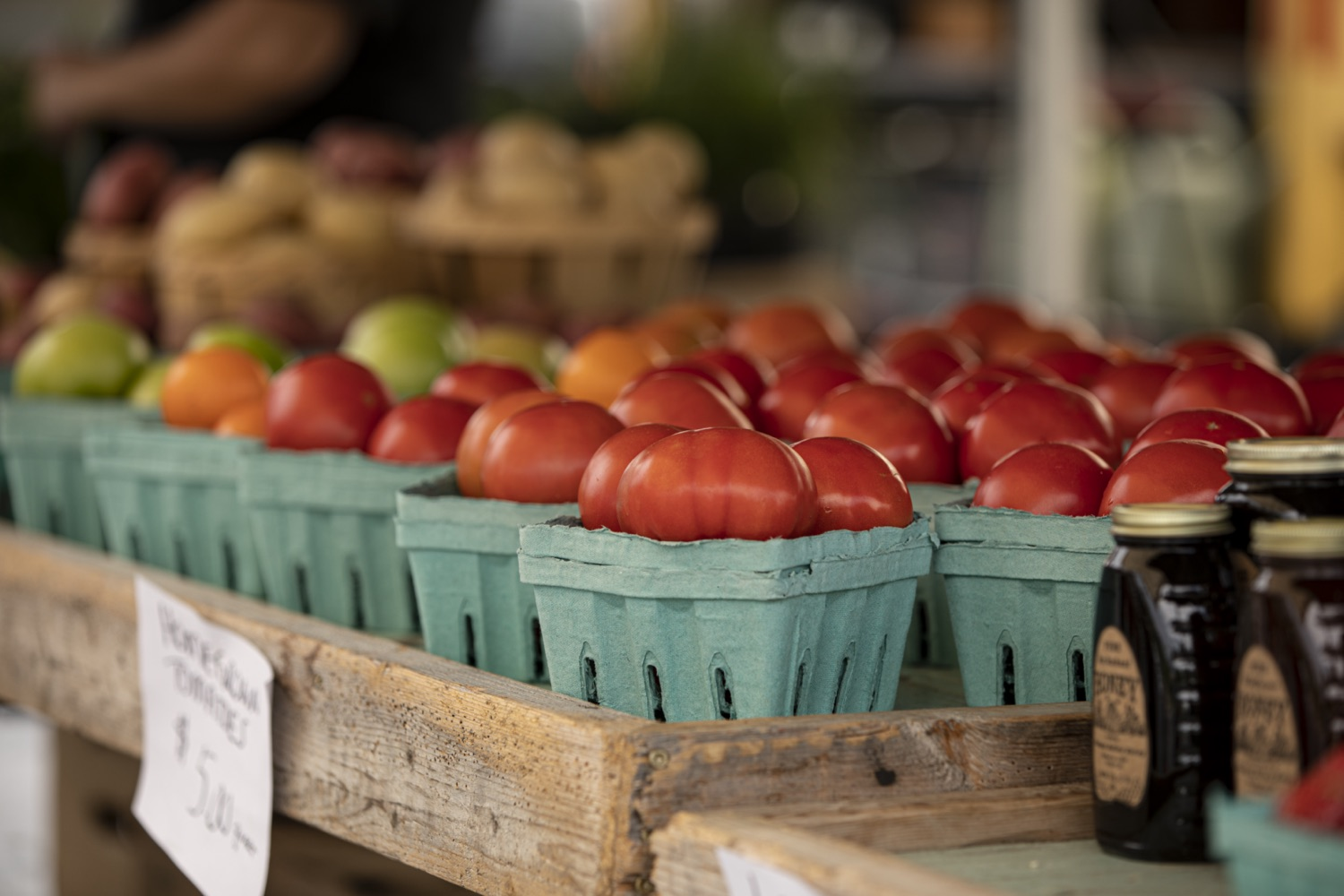"""<a href=""""https://filesource.wostreaming.net/commonwealthofpa/photo/18790_Agr_Farm_Market_11.jpg"""" target=""""_blank"""">⇣Download Photo<br></a>At the Open-Air Farmers Market at the Farm Show Complex in Harrisburg today, Wolf Administration officials reminded Pennsylvanias low-income seniors and WIC recipients to obtain and use their vouchers from the Pennsylvania Farmers Market Nutrition Program (FMNP) to purchase fresh, local fruits, vegetables, and herbs from FMNP-approved farmers at farmers markets and farm stands across the commonwealth."""