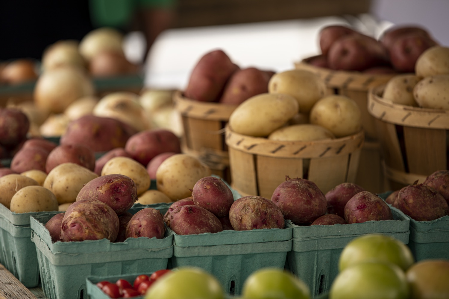 """<a href=""""https://filesource.wostreaming.net/commonwealthofpa/photo/18790_Agr_Farm_Market_14.jpg"""" target=""""_blank"""">⇣Download Photo<br></a>At the Open-Air Farmers Market at the Farm Show Complex in Harrisburg today, Wolf Administration officials reminded Pennsylvanias low-income seniors and WIC recipients to obtain and use their vouchers from the Pennsylvania Farmers Market Nutrition Program (FMNP) to purchase fresh, local fruits, vegetables, and herbs from FMNP-approved farmers at farmers markets and farm stands across the commonwealth."""