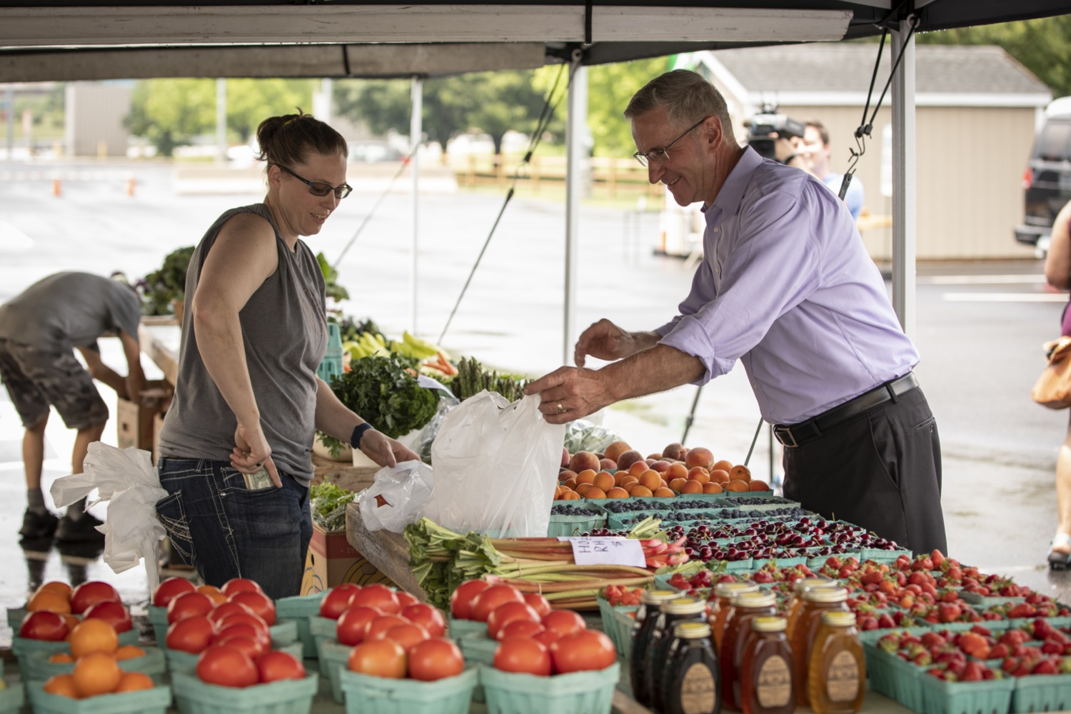 """<a href=""""https://filesource.wostreaming.net/commonwealthofpa/photo/18790_Agr_Farm_Market_16.jpg"""" target=""""_blank"""">⇣Download Photo<br></a>At the Open-Air Farmers Market at the Farm Show Complex in Harrisburg today, Wolf Administration officials reminded Pennsylvanias low-income seniors and WIC recipients to obtain and use their vouchers from the Pennsylvania Farmers Market Nutrition Program (FMNP) to purchase fresh, local fruits, vegetables, and herbs from FMNP-approved farmers at farmers markets and farm stands across the commonwealth."""