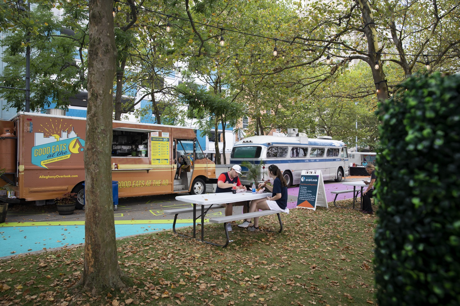 """<a href=""""https://filesource.wostreaming.net/commonwealthofpa/photo/18880_fl_outdooropportunites_cz_06.jpg"""" target=""""_blank"""">⇣Download Photo<br></a>Allegheny Overlook Pop-up Park in Pittsburgh, PA includes food trucks and shaded outdoor seating overlooking the river, on July 7, 2021."""