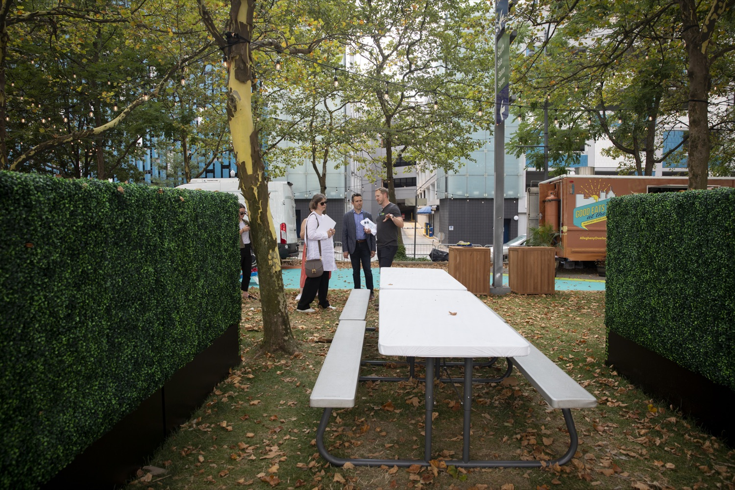 """<a href=""""https://filesource.wostreaming.net/commonwealthofpa/photo/18880_fl_outdooropportunites_cz_07.jpg"""" target=""""_blank"""">⇣Download Photo<br></a>Allegheny Overlook Pop-up Park in Pittsburgh, PA includes food trucks and shaded outdoor seating overlooking the river, on July 7, 2021."""