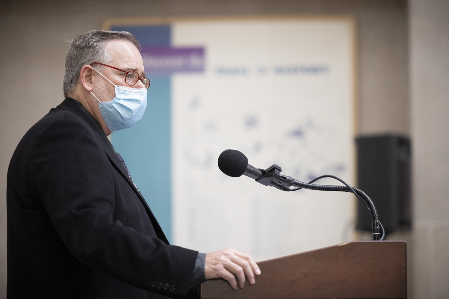 """<a href=""""https://filesource.wostreaming.net/commonwealthofpa/photo/18929_doh_blooddrive_dz_014.jpg"""" target=""""_blank"""">⇣Download Photo<br></a>Dr. Kip Kuttner, Medical Director and Vice President of the Miller-Keystone Blood Center speaks with the press.  Department of Health Acting Physician General Dr. Denise Johnson joined representatives from Pennsylvania Blood Centers to discuss the importance of donating blood, as the number of volunteers who regularly donate blood has dramatically decreased due to the ongoing COVID-19 pandemic.  Harrisburg, PA - August 19, 2021"""