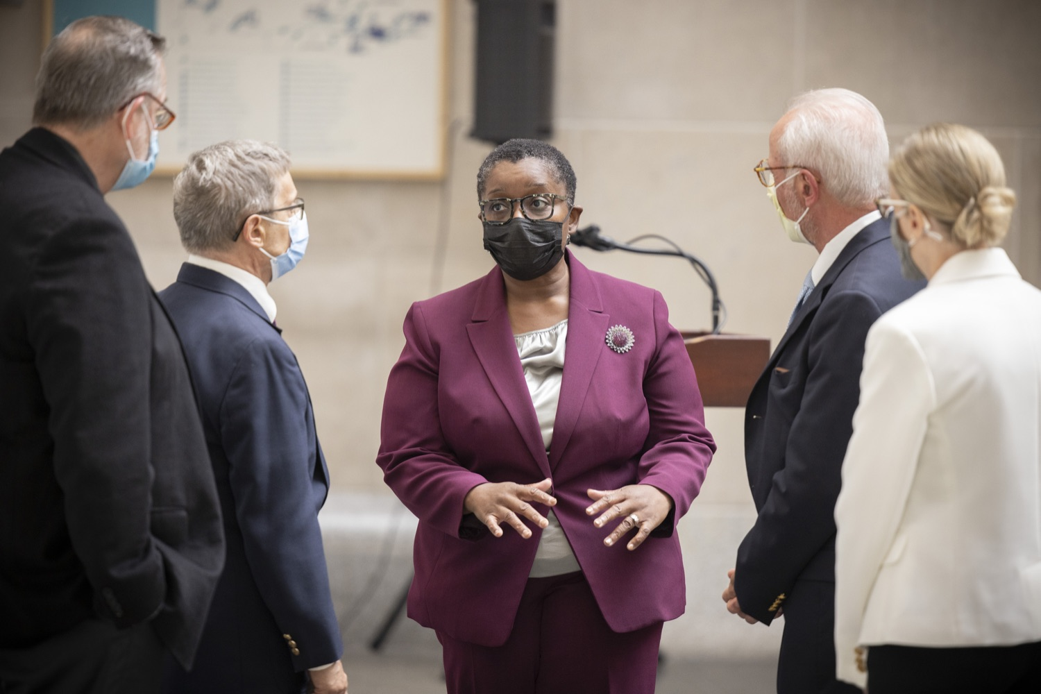 """<a href=""""https://filesource.wostreaming.net/commonwealthofpa/photo/18929_doh_blooddrive_dz_018.jpg"""" target=""""_blank"""">⇣Download Photo<br></a>Department of Health Acting Physician General Dr. Denise Johnson speaks with other attendees.  Department of Health Acting Physician General Dr. Denise Johnson joined representatives from Pennsylvania Blood Centers to discuss the importance of donating blood, as the number of volunteers who regularly donate blood has dramatically decreased due to the ongoing COVID-19 pandemic.  Harrisburg, PA - August 19, 2021"""