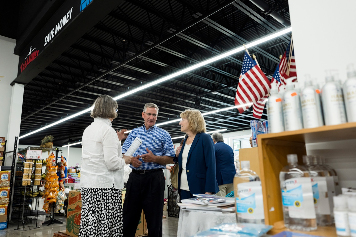 """<a href=""""https://filesource.wostreaming.net/commonwealthofpa/photo/18939_AGRIC_FL_Urban_Farms_NK_006.jpg"""" target=""""_blank"""">⇣Download Photo<br></a>Pennsylvania First Lady Frances Wolf, left, talks with PA Dept. of Agriculture Secretary Russell Redding, center, and State Sen. Judy Schwank inside Treasures Markets in Lancaster on Monday, July 19, 2021. The Treasures of Hope Foundation and Treasures Markets were formed in February 2018 to bring back groceries to Lancaster City. Treasures of Hope is a 501C3 and Treasures Markets is an LLC social enterprise under Treasures of Hope. All profits from Treasures Markets go to Treasures of Hope which distributes them to other 501C3 organizations that feed the hungry and homeless."""