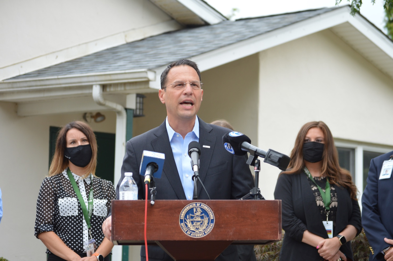 """<a href=""""https://filesource.wostreaming.net/commonwealthofpa/photo/18988_oag_whitehall_01.JPG"""" target=""""_blank"""">⇣Download Photo<br></a>AG Shapiro Meets With Malvern Treatment Center Staff To Discuss Opioid Treatment Efforts"""