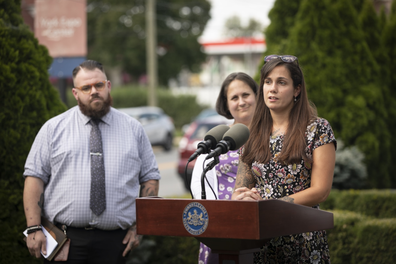 """<a href=""""https://filesource.wostreaming.net/commonwealthofpa/photo/19063_DDAP_Recovery_Month_003.jpg"""" target=""""_blank"""">⇣Download Photo<br></a>Department of Drug and Alcohol Programs (DDAP) Secretary Jen Smith wasjoined by individuals in recovery, the York/Adams Drug and Alcohol Commission, and State Rep.Carol Hill-Evans to visit The Recovery Advocacy Service Empowerment (RASE) Project of Yorks newrecovery center and highlight the importance of local community supports for individuals inrecovery from substance use disorder (SUD)."""