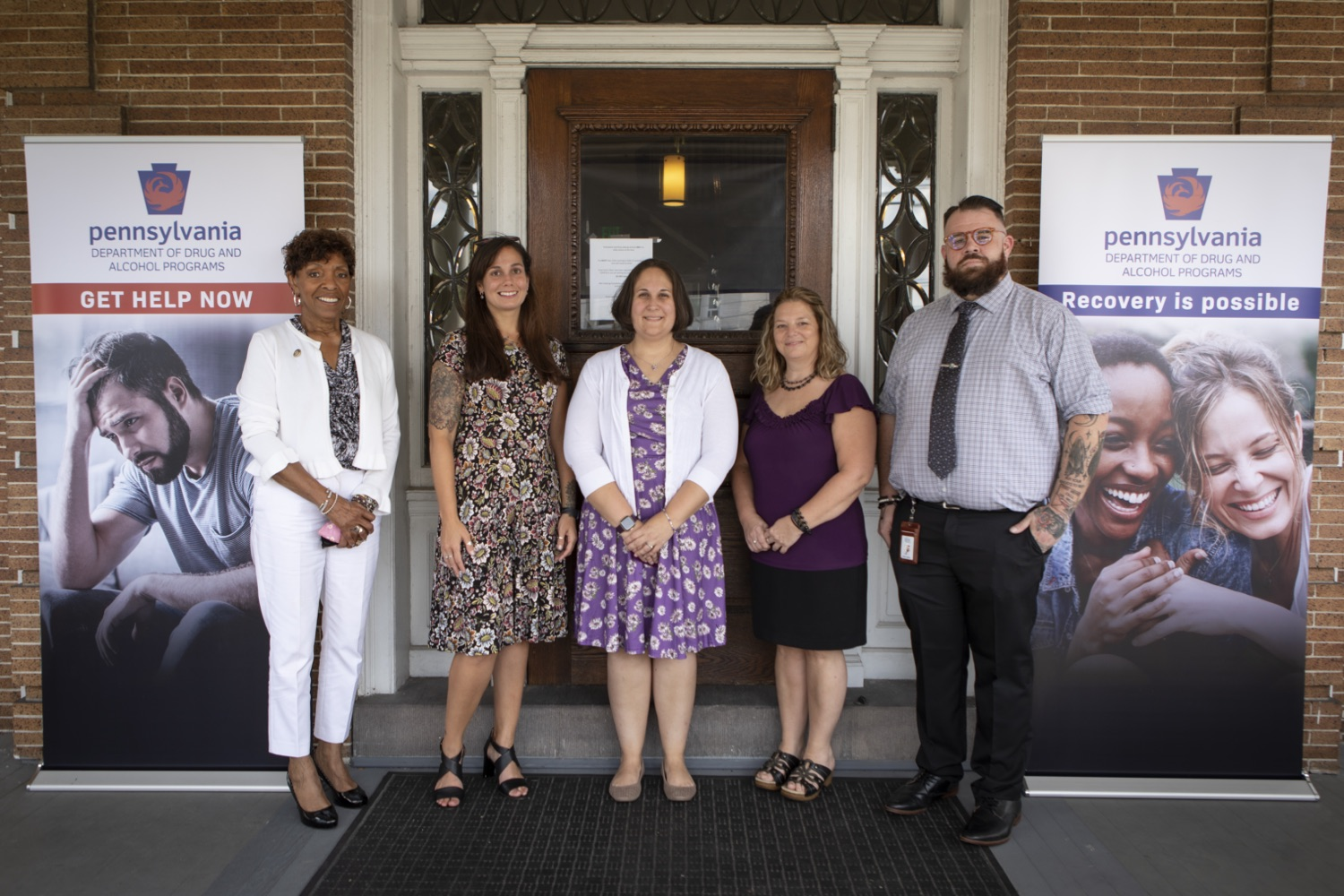 """<a href=""""https://filesource.wostreaming.net/commonwealthofpa/photo/19063_DDAP_Recovery_Month_012.jpg"""" target=""""_blank"""">⇣Download Photo<br></a>Department of Drug and Alcohol Programs (DDAP) Secretary Jen Smith wasjoined by individuals in recovery, the York/Adams Drug and Alcohol Commission, and State Rep.Carol Hill-Evans to visit The Recovery Advocacy Service Empowerment (RASE) Project of Yorks newrecovery center and highlight the importance of local community supports for individuals inrecovery from substance use disorder (SUD)."""