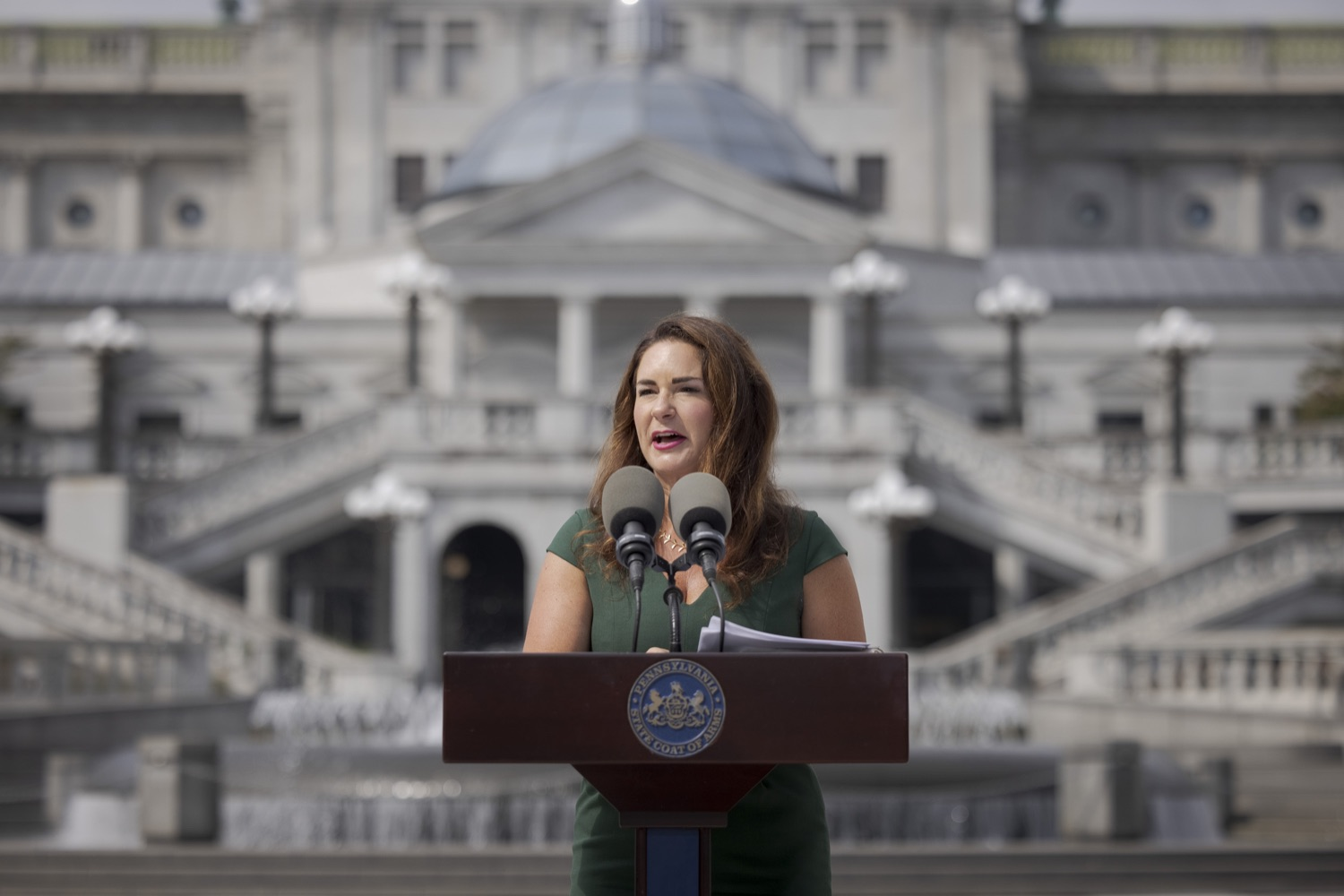 """<a href=""""https://filesource.wostreaming.net/commonwealthofpa/photo/19086_li_unemploymentBenefits_dz_003.jpg"""" target=""""_blank"""">⇣Download Photo<br></a>Secretary of the PA Department of Labor & Industry Jennifer Berrier speaks to the press. With federal unemployment benefits ending for 558,000 Pennsylvanians on Saturday, Sept. 4, other support programs are available to provide help, Department of Labor & Industry (L&I) Secretary Jennifer Berrier and Department of Human Services (DHS) Deputy Secretary for the Office of Income Maintenance Inez Titus announced during a Capitol press conference today. Harrisburg, PA - August 30, 2021"""