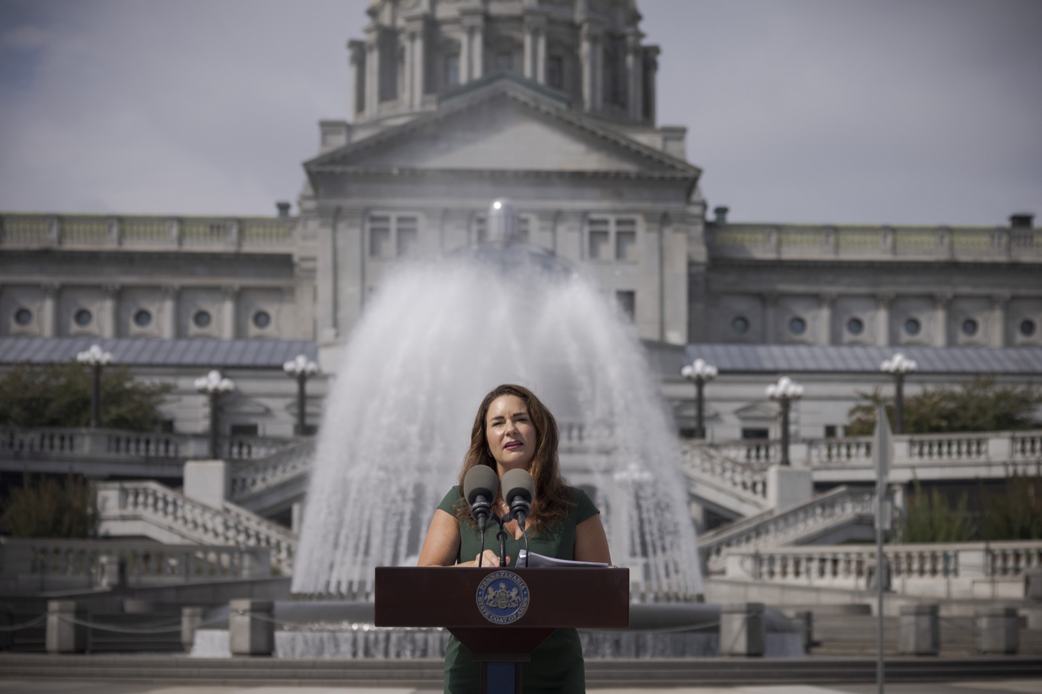 """<a href=""""https://filesource.wostreaming.net/commonwealthofpa/photo/19086_li_unemploymentBenefits_dz_005.jpg"""" target=""""_blank"""">⇣Download Photo<br></a>Secretary of the PA Department of Labor & Industry Jennifer Berrier speaks to the press. With federal unemployment benefits ending for 558,000 Pennsylvanians on Saturday, Sept. 4, other support programs are available to provide help, Department of Labor & Industry (L&I) Secretary Jennifer Berrier and Department of Human Services (DHS) Deputy Secretary for the Office of Income Maintenance Inez Titus announced during a Capitol press conference today. Harrisburg, PA - August 30, 2021"""