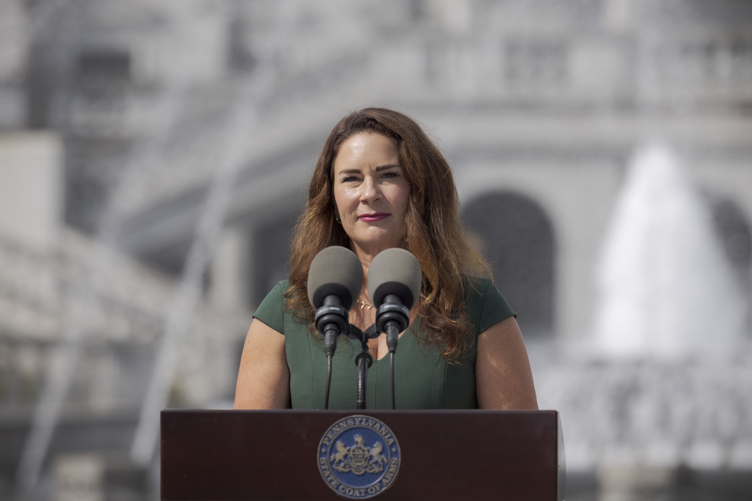 """<a href=""""https://filesource.wostreaming.net/commonwealthofpa/photo/19086_li_unemploymentBenefits_dz_009.jpg"""" target=""""_blank"""">⇣Download Photo<br></a>Secretary of the PA Department of Labor & Industry Jennifer Berrier speaks to the press. With federal unemployment benefits ending for 558,000 Pennsylvanians on Saturday, Sept. 4, other support programs are available to provide help, Department of Labor & Industry (L&I) Secretary Jennifer Berrier and Department of Human Services (DHS) Deputy Secretary for the Office of Income Maintenance Inez Titus announced during a Capitol press conference today. Harrisburg, PA - August 30, 2021"""