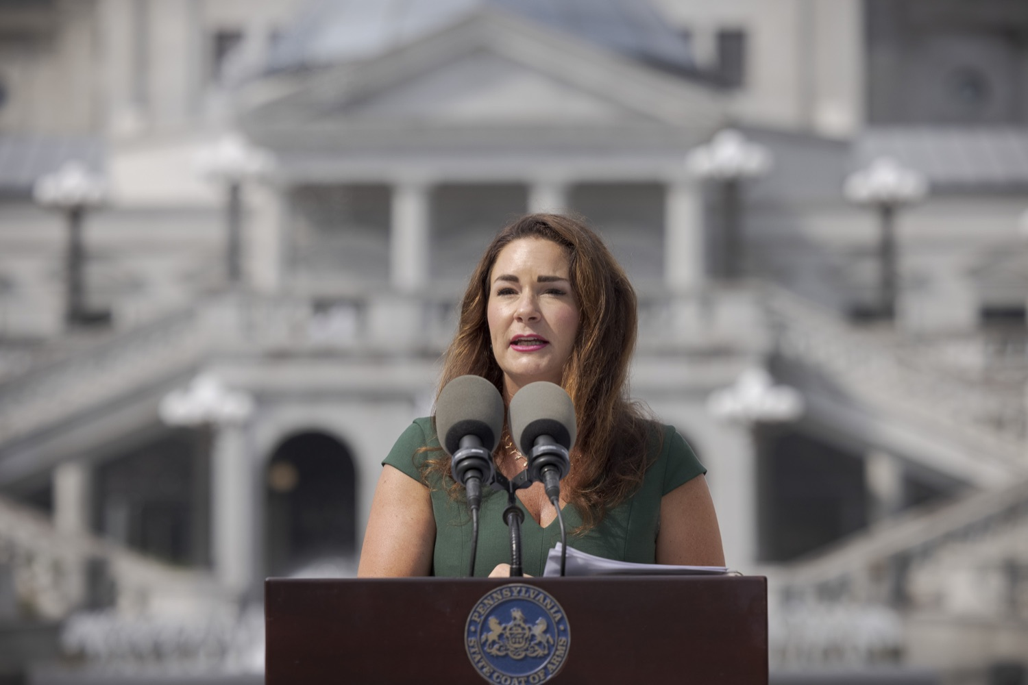 """<a href=""""https://filesource.wostreaming.net/commonwealthofpa/photo/19086_li_unemploymentBenefits_dz_012.jpg"""" target=""""_blank"""">⇣Download Photo<br></a>Secretary of the PA Department of Labor & Industry Jennifer Berrier speaks to the press. With federal unemployment benefits ending for 558,000 Pennsylvanians on Saturday, Sept. 4, other support programs are available to provide help, Department of Labor & Industry (L&I) Secretary Jennifer Berrier and Department of Human Services (DHS) Deputy Secretary for the Office of Income Maintenance Inez Titus announced during a Capitol press conference today. Harrisburg, PA - August 30, 2021"""