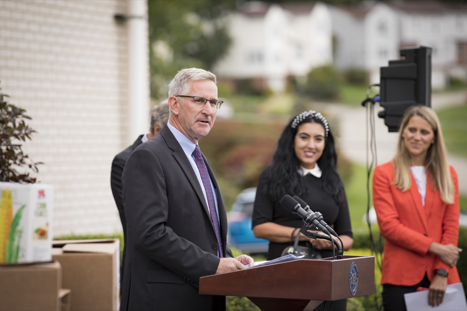 """<a href=""""https://filesource.wostreaming.net/commonwealthofpa/photo/19091_ag_doordash_cz_01.jpg"""" target=""""_blank"""">⇣Download Photo<br></a>Department of Agriculture Secretary Russell Redding announces partnership with DoorDash to deliver meals to seniors in need, in Delmont, PA on September 23, 2021."""