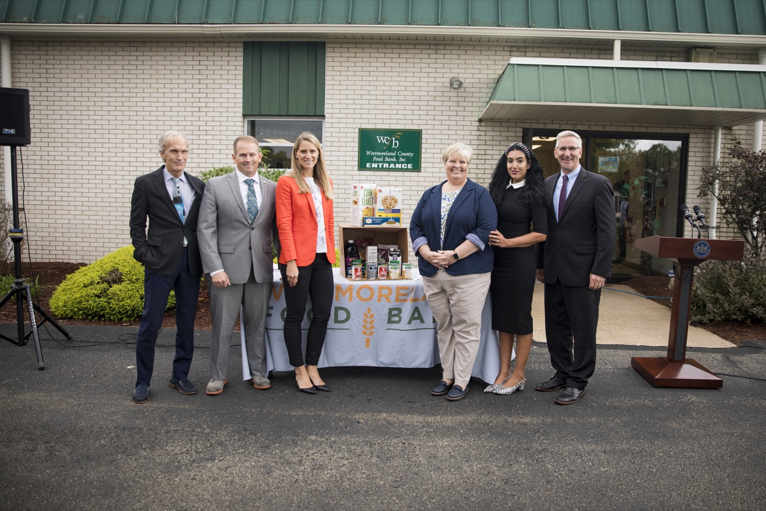"""<a href=""""https://filesource.wostreaming.net/commonwealthofpa/photo/19091_ag_doordash_cz_09.jpg"""" target=""""_blank"""">⇣Download Photo<br></a>The Wolf Administration announces partnership with DoorDash to deliver meals to seniors in need, in Delmont, PA on September 23, 2021."""