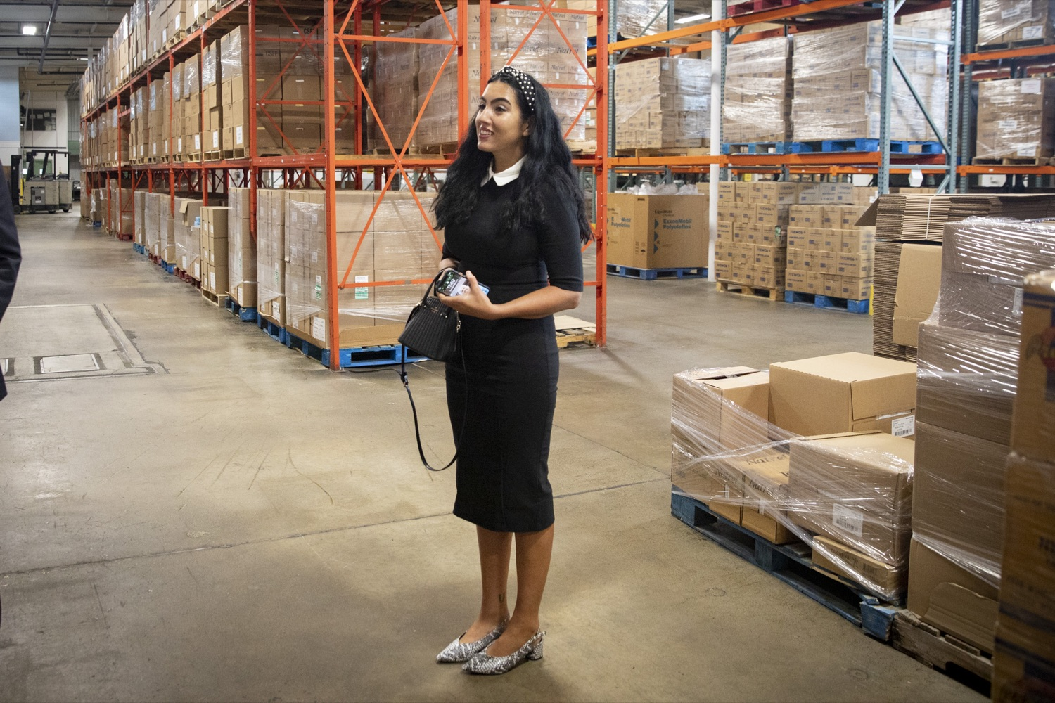 """<a href=""""https://filesource.wostreaming.net/commonwealthofpa/photo/19091_ag_doordash_cz_10.jpg"""" target=""""_blank"""">⇣Download Photo<br></a>Second Lady of Pennsylvania Gisele Fetterman tours the Westmoreland Food Bank, in Delmont, PA on September 23, 2021."""