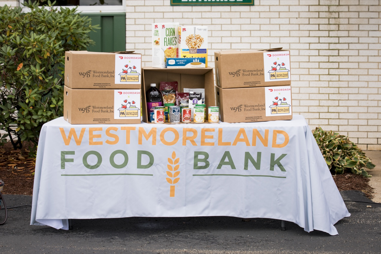 """<a href=""""https://filesource.wostreaming.net/commonwealthofpa/photo/19091_ag_doordash_cz_11.jpg"""" target=""""_blank"""">⇣Download Photo<br></a>The Wolf Administration announces partnership with DoorDash to deliver meals to seniors in need, in Delmont, PA on September 23, 2021."""