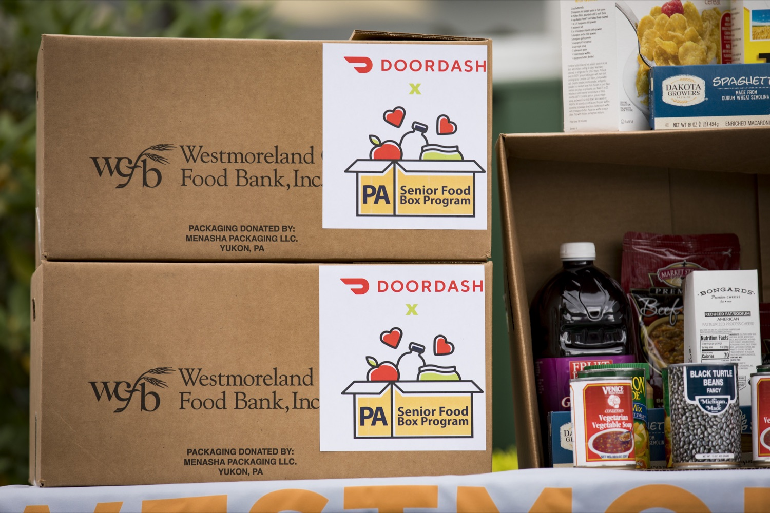 """<a href=""""https://filesource.wostreaming.net/commonwealthofpa/photo/19091_ag_doordash_cz_18.jpg"""" target=""""_blank"""">⇣Download Photo<br></a>The Wolf Administration announces partnership with DoorDash to deliver meals to seniors in need, in Delmont, PA on September 23, 2021."""