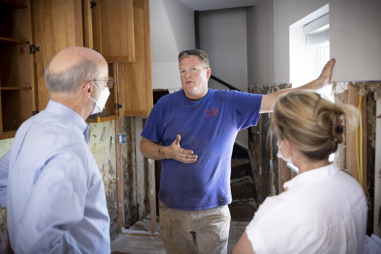 """<a href=""""https://filesource.wostreaming.net/commonwealthofpa/photo/19109_gov_stormDamage_dz_007.jpg"""" target=""""_blank"""">⇣Download Photo<br></a>Resident and business owner Brian Matus showing storm damage to Pennsylvania Governor Tom Wolf.   , Governor Wolf visited the Borough of Bridgeport to tour some of the areas affected by the remnants of Ida. The governor, joined by local officials, viewed and discussed the impact to damaged areas, including businesses, homes and infrastructure. Bridgeport, PA - September 08, 2021"""