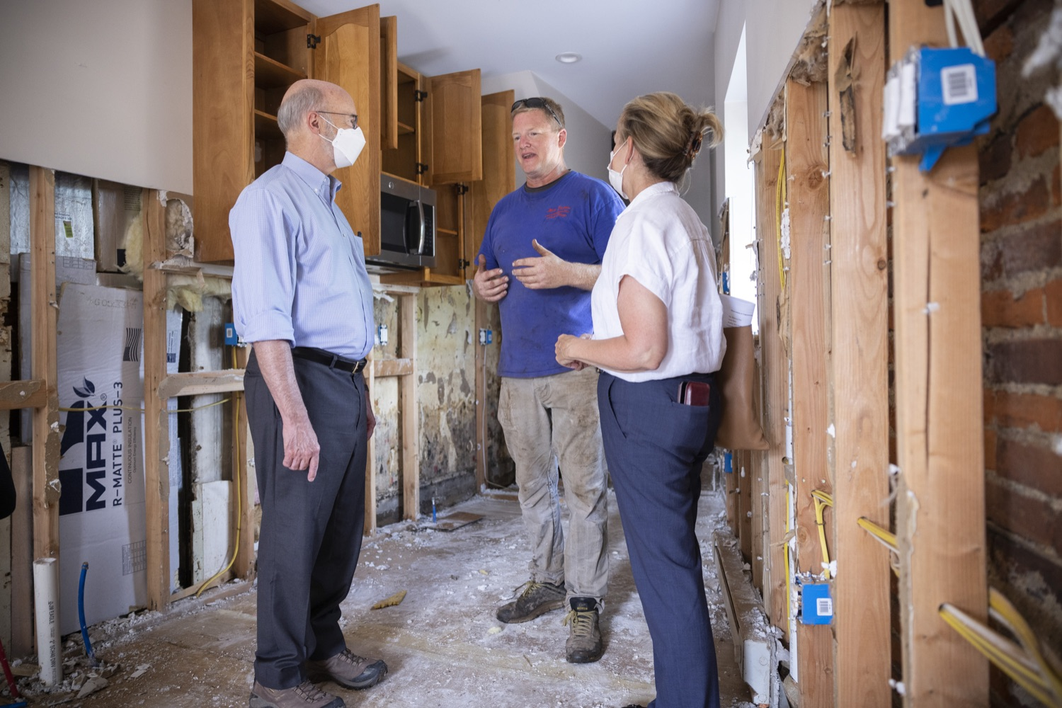 """<a href=""""https://filesource.wostreaming.net/commonwealthofpa/photo/19109_gov_stormDamage_dz_009.jpg"""" target=""""_blank"""">⇣Download Photo<br></a>Resident and business owner Brian Matus showing storm damage to Pennsylvania Governor Tom Wolf.   , Governor Wolf visited the Borough of Bridgeport to tour some of the areas affected by the remnants of Ida. The governor, joined by local officials, viewed and discussed the impact to damaged areas, including businesses, homes and infrastructure. Bridgeport, PA - September 08, 2021"""