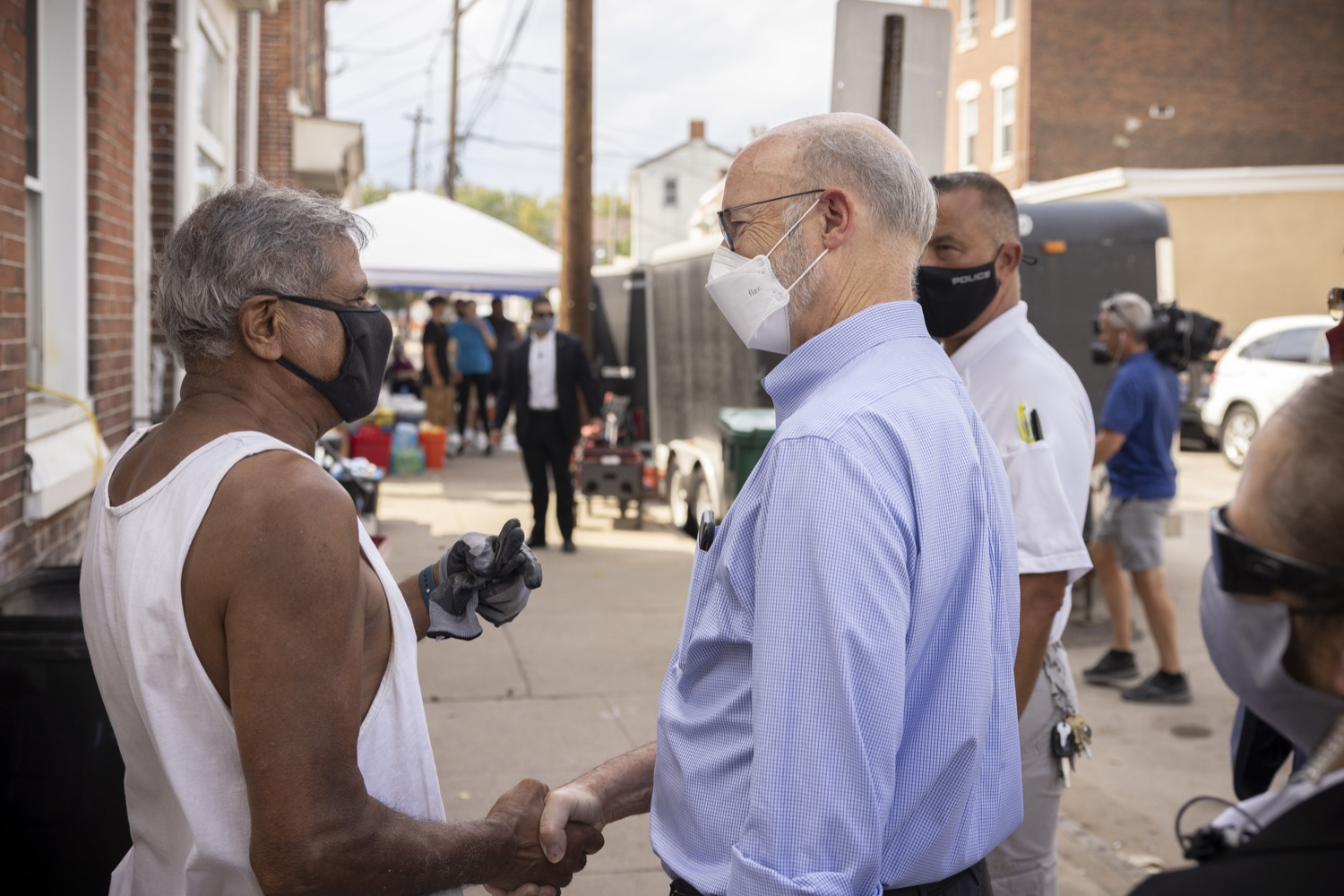 """<a href=""""https://filesource.wostreaming.net/commonwealthofpa/photo/19109_gov_stormDamage_dz_013.jpg"""" target=""""_blank"""">⇣Download Photo<br></a>Pennsylvania Governor Tom Wolf speaking with residents while touring storm damage.   Governor Wolf visited the Borough of Bridgeport to tour some of the areas affected by the remnants of Ida. The governor, joined by local officials, viewed and discussed the impact to damaged areas, including businesses, homes and infrastructure. Bridgeport, PA - September 08, 2021"""