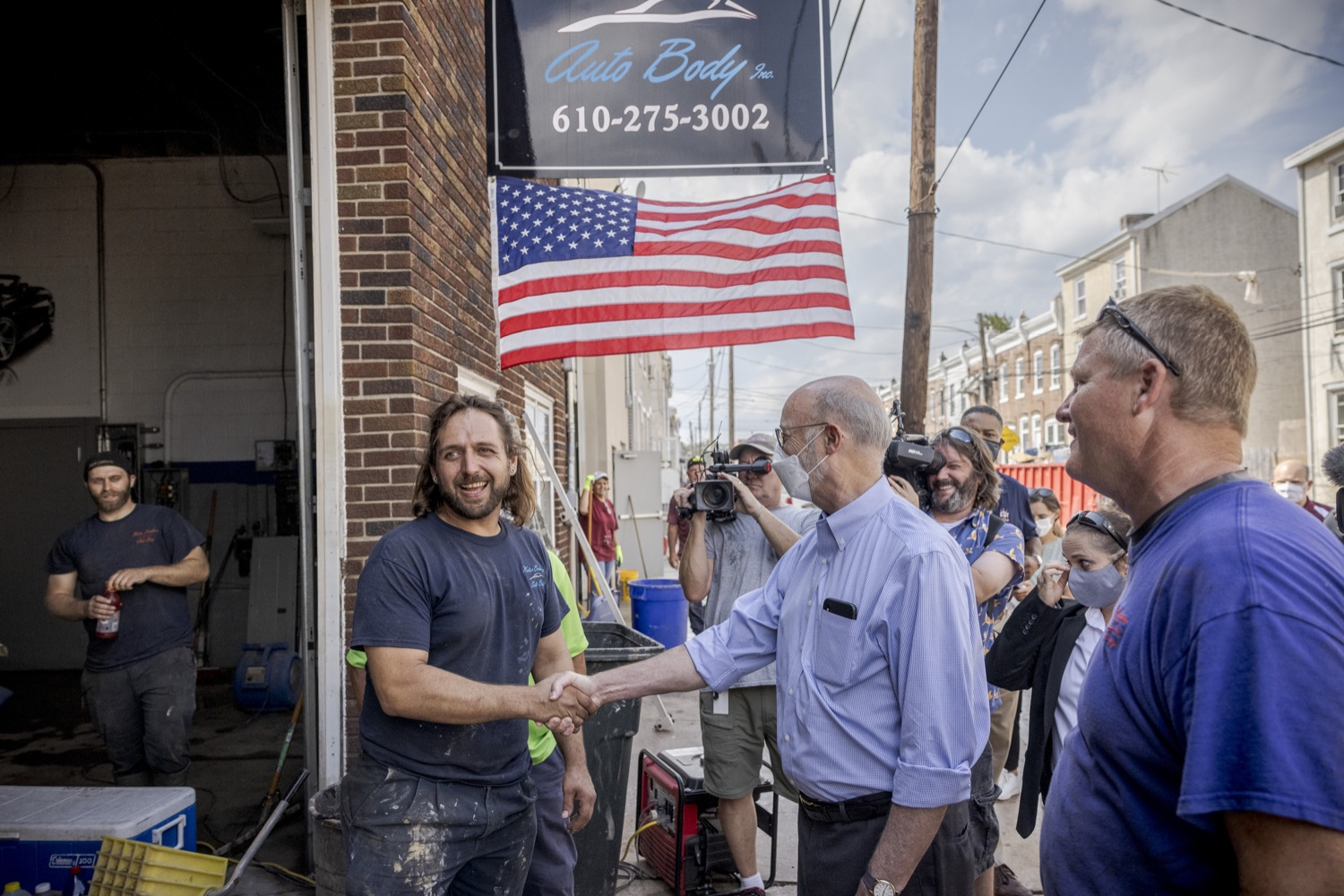 """<a href=""""https://filesource.wostreaming.net/commonwealthofpa/photo/19109_gov_stormDamage_dz_021.jpg"""" target=""""_blank"""">⇣Download Photo<br></a>Pennsylvania Governor Tom Wolf greeting residents while touring storm damage.   , Governor Wolf visited the Borough of Bridgeport to tour some of the areas affected by the remnants of Ida. The governor, joined by local officials, viewed and discussed the impact to damaged areas, including businesses, homes and infrastructure. Bridgeport, PA - September 08, 2021"""