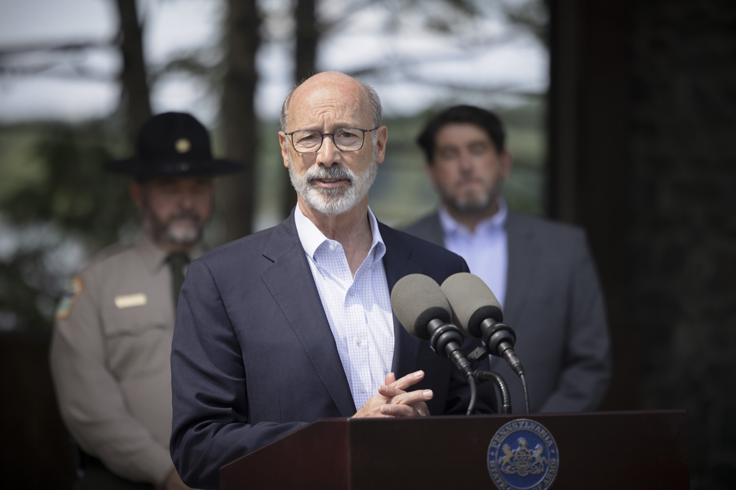 """<a href=""""https://filesource.wostreaming.net/commonwealthofpa/photo/19111_gov_parkVaccines_dz_008.jpg"""" target=""""_blank"""">⇣Download Photo<br></a>Pennsylvania Governor Tom Wolf speaking with the press.  Governor Tom Wolf today announced that the Department of Health (DOH) and Department of Conservation and Natural Resources (DCNR) are partnering to hold COVID-19 vaccine clinics at five state parks across the commonwealth to help expand access to the COVID-19 vaccine.  Harrisburg, PA -- September 10, 2021"""