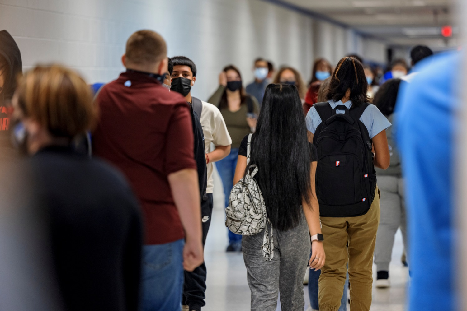 """<a href=""""https://filesource.wostreaming.net/commonwealthofpa/photo/19115_PDE_CovidClinic_NK_004.jpg"""" target=""""_blank"""">⇣Download Photo<br></a>Wilkes-Barre Area High School students walk the halls between classes in Wilkes-Barre on Friday, September 10, 2021."""