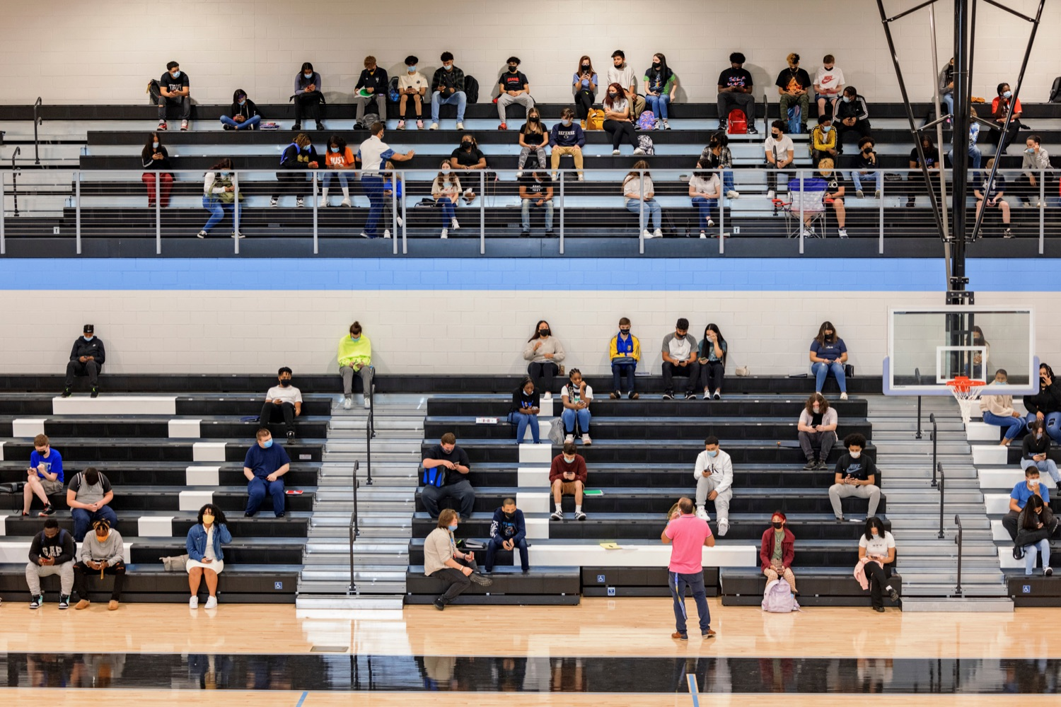 """<a href=""""https://filesource.wostreaming.net/commonwealthofpa/photo/19115_PDE_CovidClinic_NK_014.jpg"""" target=""""_blank"""">⇣Download Photo<br></a>Wilkes-Barre Area High School students in the gymnasium between classes in Wilkes-Barre on Friday, September 10, 2021."""