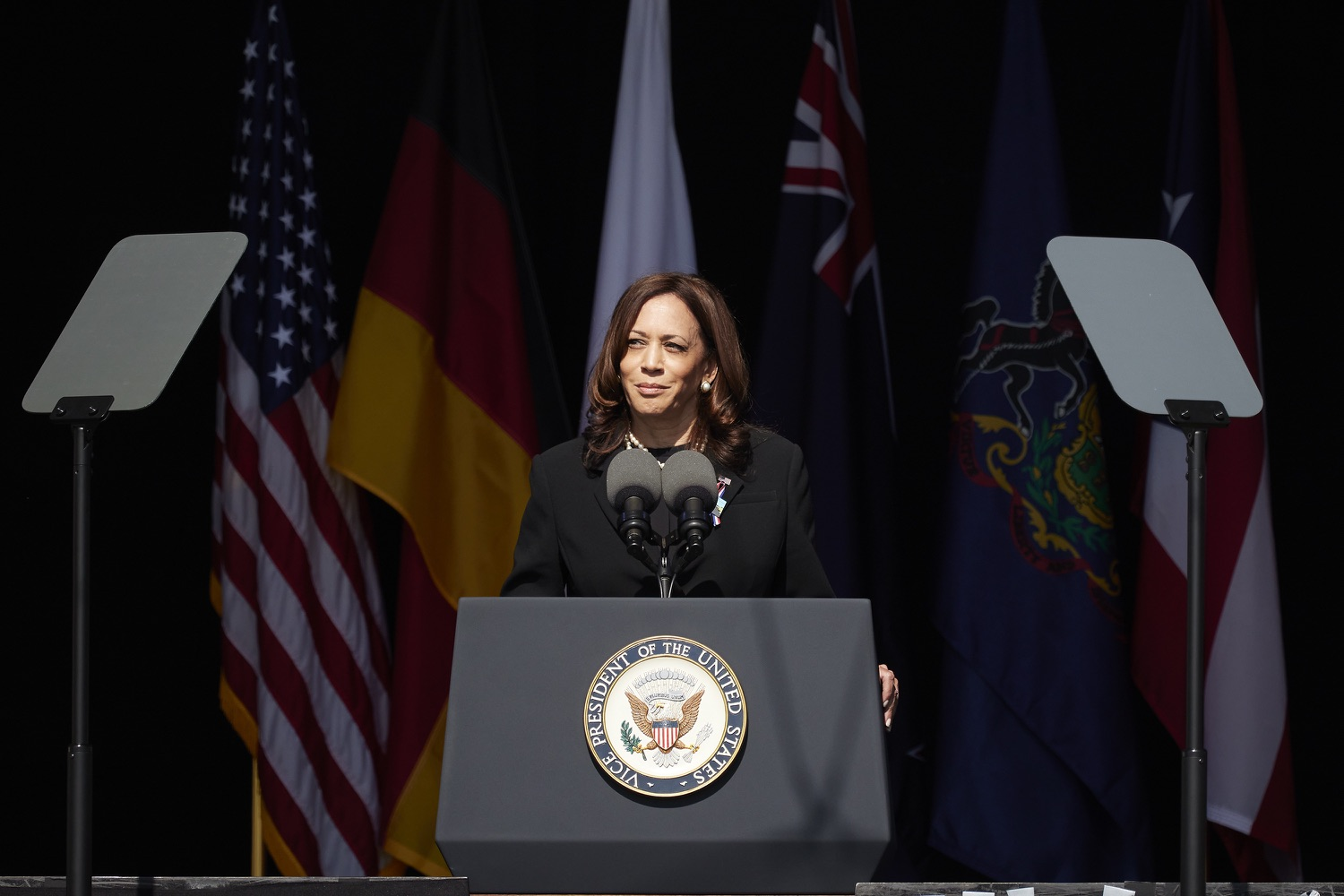 """<a href=""""https://filesource.wostreaming.net/commonwealthofpa/photo/19117_gov_Flight_93_Memorial_dz_005_copy.jpg"""" target=""""_blank"""">⇣Download Photo<br></a>Vice President of the United States of America Kamala Harris on  stage at the Flight 93 National Memorial for the 20th annual September 11 observance.  Today, Governor Tom Wolf visited the Flight 93 National Memorial for the 20th annual September 11 observance. Gov. Wolf joined families and guests to honor the passengers and crew of Flight 93. Flight 93 National Memorial, Shanksville, PA - September 11, 2021"""