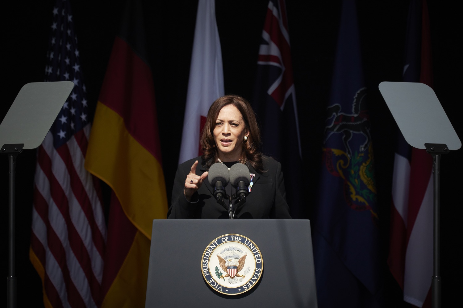 """<a href=""""https://filesource.wostreaming.net/commonwealthofpa/photo/19117_gov_Flight_93_Memorial_dz_015_copy.jpg"""" target=""""_blank"""">⇣Download Photo<br></a>Vice President of the United States of America Kamala Harris on  stage at the Flight 93 National Memorial for the 20th annual September 11 observance.  Today, Governor Tom Wolf visited the Flight 93 National Memorial for the 20th annual September 11 observance. Gov. Wolf joined families and guests to honor the passengers and crew of Flight 93. Flight 93 National Memorial, Shanksville, PA - September 11, 2021"""