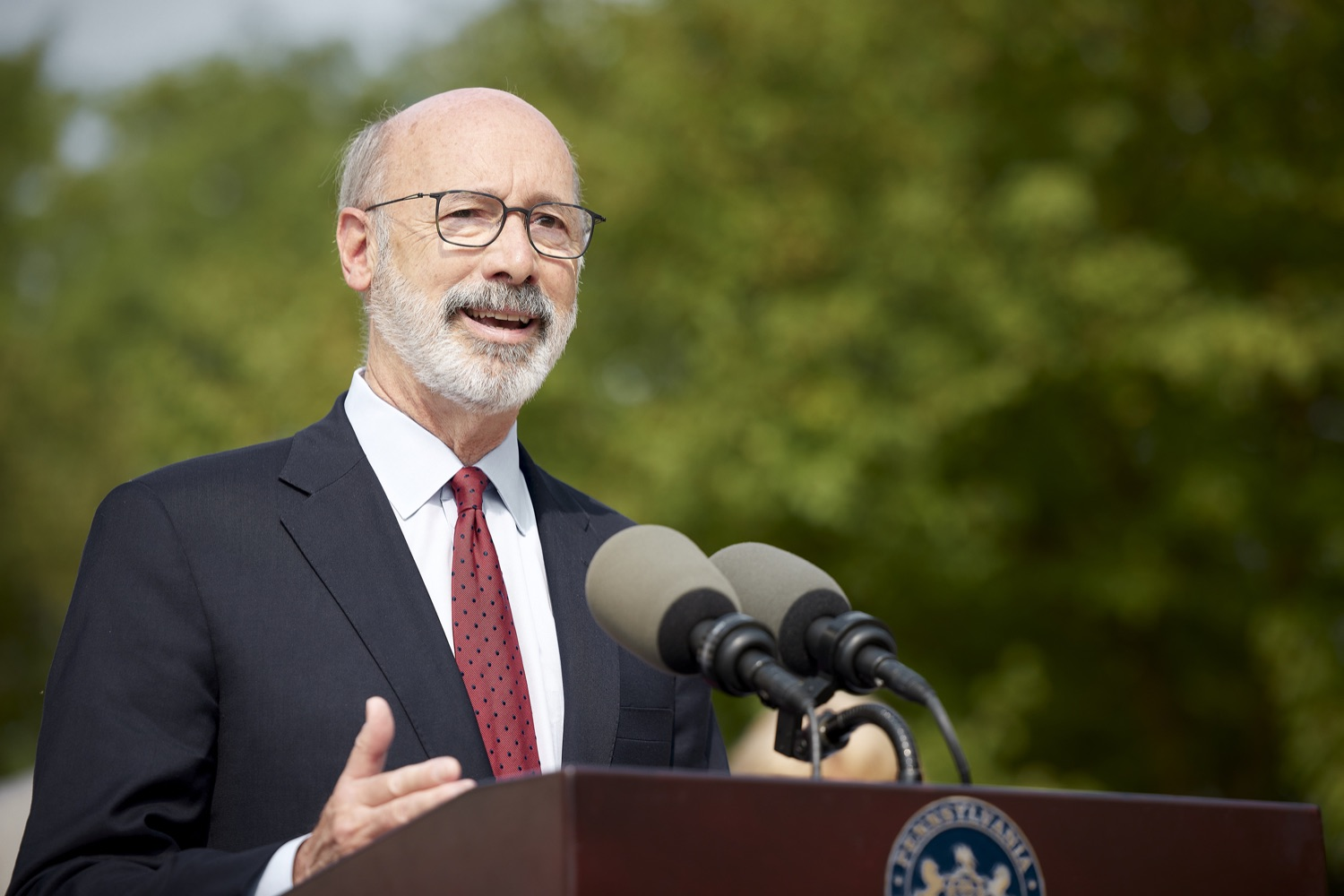 """<a href=""""https://filesource.wostreaming.net/commonwealthofpa/photo/19120_gov_vaccines_dz_016.jpg"""" target=""""_blank"""">⇣Download Photo<br></a>Pennsylvania Governor Tom Wolf speaking with the press.  Governor Tom Wolf, state leaders, and community partners visited a local vaccine clinic to encourage eligible Pennsylvanians to do their part to end the COVID-19 pandemic by getting vaccinated.   Reading, PA - September 14, 2021"""