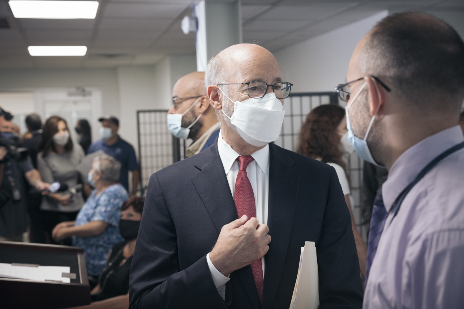 """<a href=""""https://filesource.wostreaming.net/commonwealthofpa/photo/19129_gov_opioidEpidemic_dz_047.jpg"""" target=""""_blank"""">⇣Download Photo<br></a>Pennsylvania Governor Tom Wolf speaking with community leaders.  Governor Tom Wolf, state leaders, and community partners today visited the Philadelphia neighborhood, Kensington, and Esperanza Health Center to discuss the devastating affects of the opioid epidemic and what can be done to help curb the increase in overdoses throughout the commonwealth.  Philadelphia, PA. - September 16, 2021"""