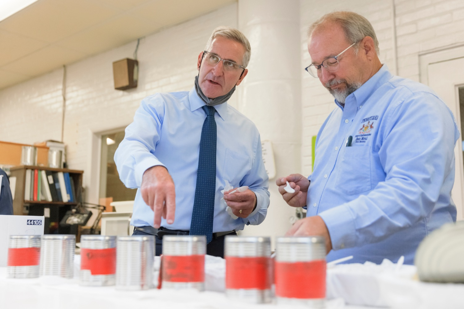 """<a href=""""https://filesource.wostreaming.net/commonwealthofpa/photo/20111_AGRIC_Food_Fuels_NK_013.JPG"""" target=""""_blank"""">⇣Download Photo<br></a>Agriculture Secretary Russell Redding, left, taste tests apples with State Rep. Dan Moul during a press conference, which highlighted Pennsylvanias agriculture and food manufacturing industry at Knouse Foods, kicking off the Food that Fuels Pennsylvania tour, a plan to spotlight the commonwealths agriculture and food manufacturing industry and its workforce, on Wednesday, October 13, 2021."""