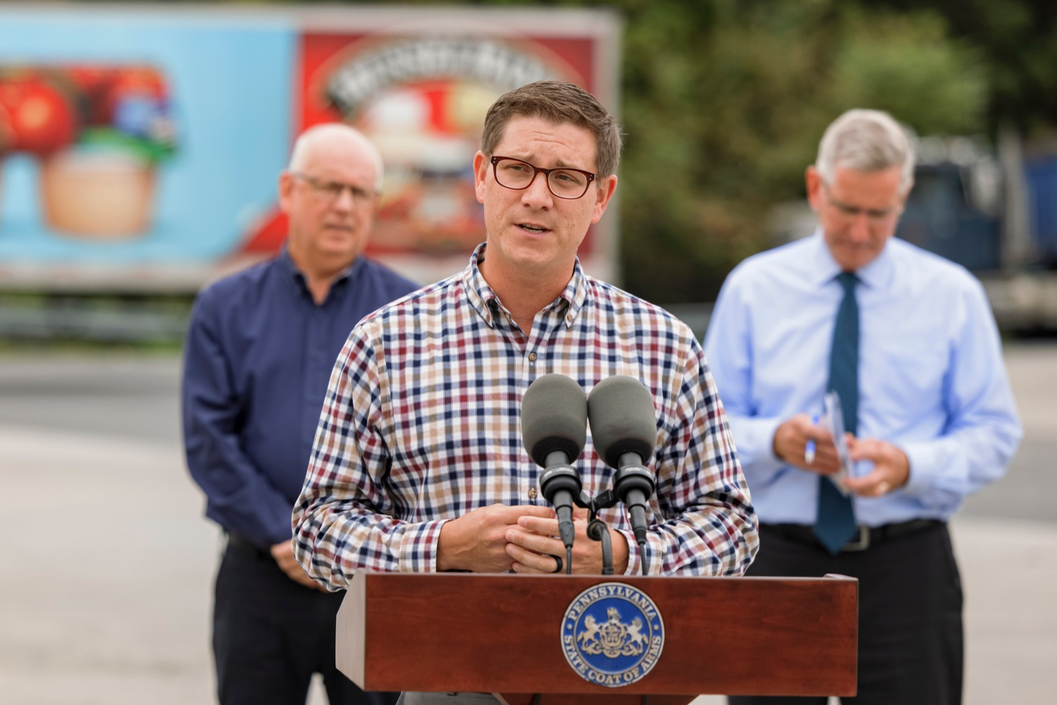 """<a href=""""https://filesource.wostreaming.net/commonwealthofpa/photo/20111_AGRIC_Food_Fuels_NK_017.JPG"""" target=""""_blank"""">⇣Download Photo<br></a>State Rep. Torren Ecker speaks during a press conference, which highlighted Pennsylvanias agriculture and food manufacturing industry at Knouse Foods, kicking off the Food that Fuels Pennsylvania tour, a plan to spotlight the commonwealths agriculture and food manufacturing industry and its workforce, on Wednesday, October 13, 2021."""