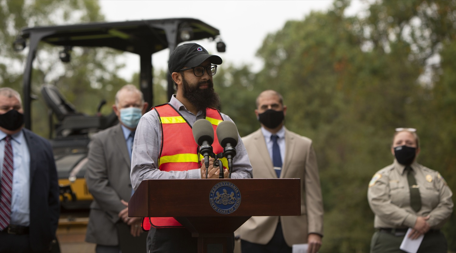 """<a href=""""https://filesource.wostreaming.net/commonwealthofpa/photo/20121_pdot_recycledRoadway_4.JPG"""" target=""""_blank"""">⇣Download Photo<br></a>Wolf Administration Highlights Collaborative Pilot to Pave Roadway with Recycled Plastic"""