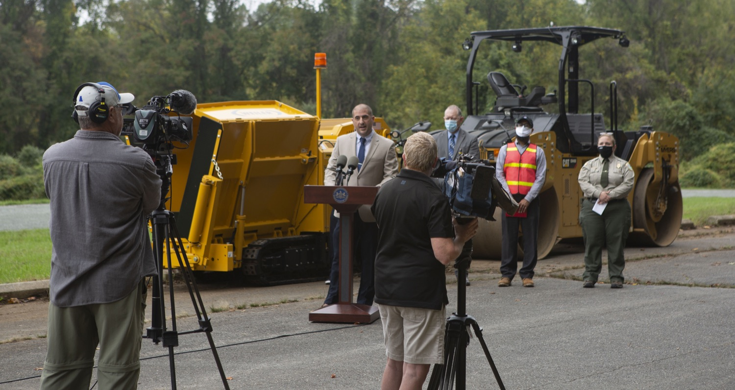 """<a href=""""https://filesource.wostreaming.net/commonwealthofpa/photo/20121_pdot_recycledRoadway_9.JPG"""" target=""""_blank"""">⇣Download Photo<br></a>Wolf Administration Highlights Collaborative Pilot to Pave Roadway with Recycled Plastic"""