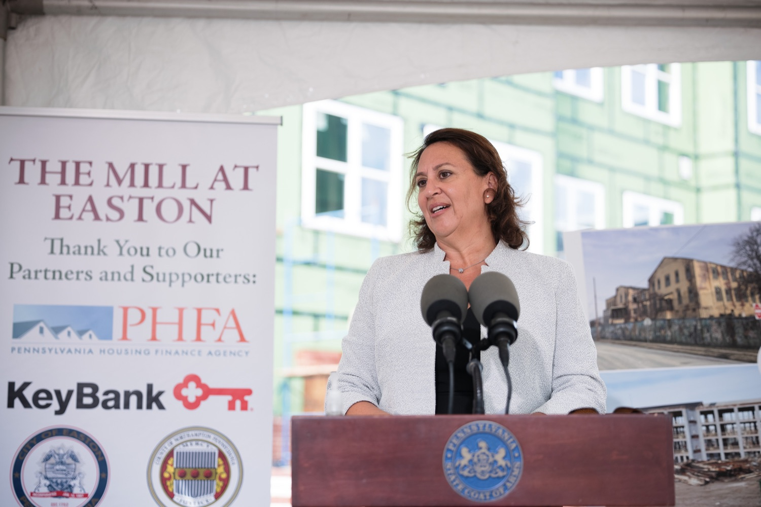 """<a href=""""https://filesource.wostreaming.net/commonwealthofpa/photo/20125_gov_economicDevelopment_dz_011.jpg"""" target=""""_blank"""">⇣Download Photo<br></a>Lara Schwager, senior VP of development, Partners in Residential Housing Leadership speaking with the press.  Governor Tom Wolf today visited the City of Easton to highlight millions of dollars in state investments in several economic development projects that are revitalizing formerly vacant and blighted properties.  Easton, PA   October 8, 2021."""