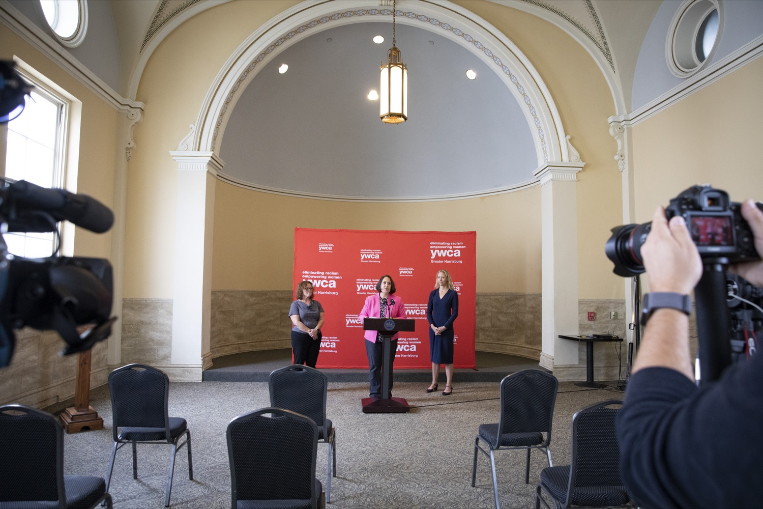 """<a href=""""https://filesource.wostreaming.net/commonwealthofpa/photo/20132_ddap_ywca_cz_01.jpg"""" target=""""_blank"""">⇣Download Photo<br></a>Department of Drug and Alcohol Programs (DDAP) Secretary Jen Smith highlights the importance of employment services to support individuals with substance use disorder, in Harrisburg, PA on October 13, 2021."""