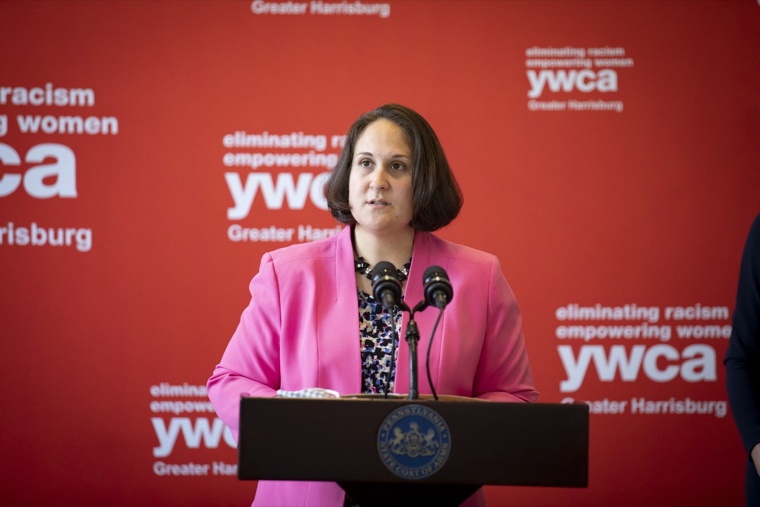 """<a href=""""https://filesource.wostreaming.net/commonwealthofpa/photo/20132_ddap_ywca_cz_08.jpg"""" target=""""_blank"""">⇣Download Photo<br></a>Department of Drug and Alcohol Programs (DDAP) Secretary Jen Smith highlights the importance of employment services to support individuals with substance use disorder, in Harrisburg, PA on October 13, 2021."""
