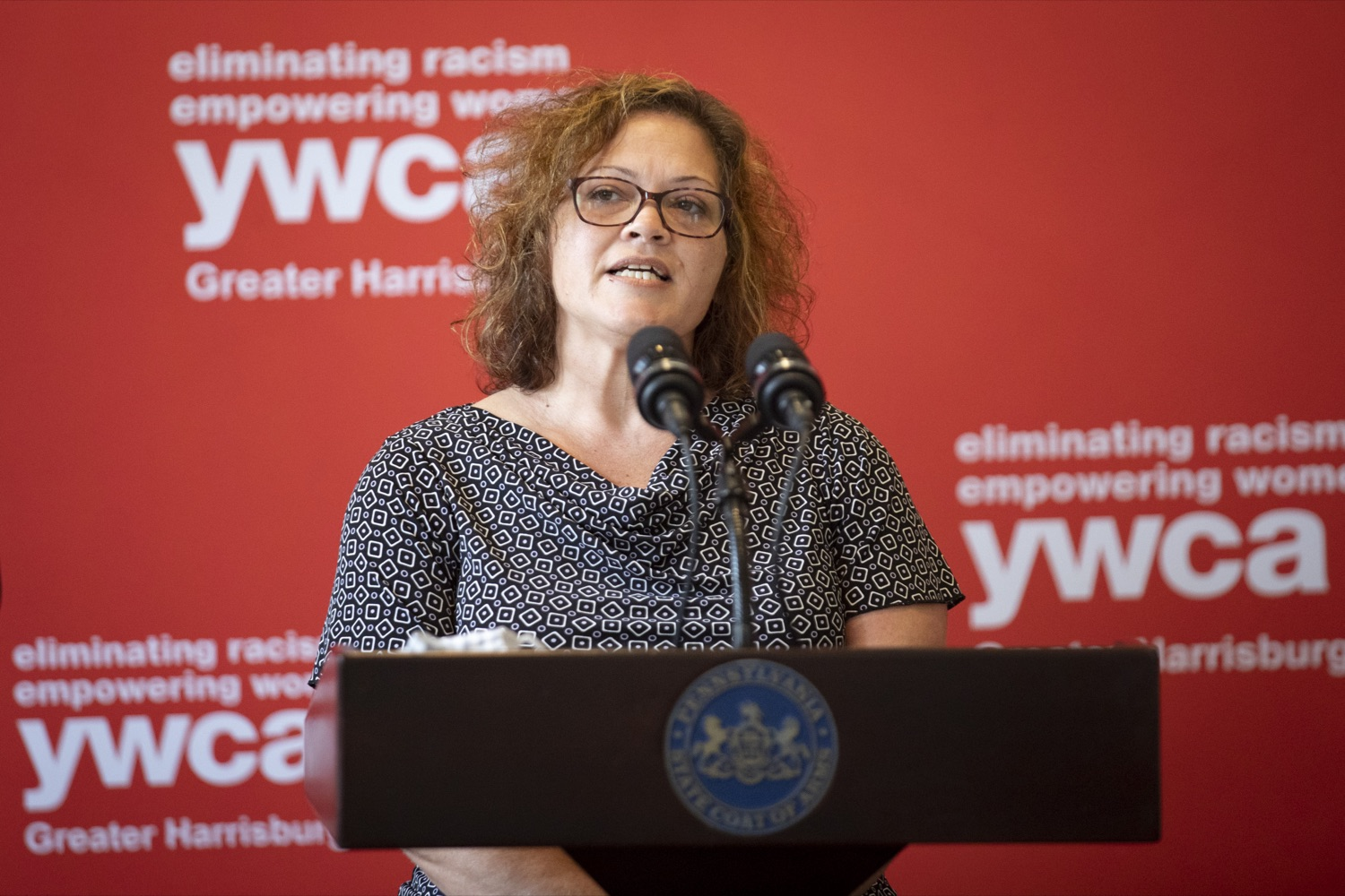 """<a href=""""https://filesource.wostreaming.net/commonwealthofpa/photo/20132_ddap_ywca_cz_11.jpg"""" target=""""_blank"""">⇣Download Photo<br></a>Nicole Finkle, CRS and Team Leader for the YWCA's Supported Employment Programs, discusses how she is working with employers and individuals with substance use disorder, in Harrisburg, PA on October 13, 2021."""