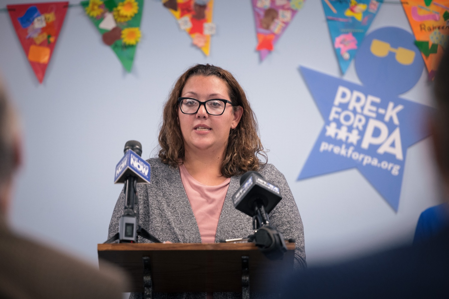 """<a href=""""https://filesource.wostreaming.net/commonwealthofpa/photo/20139_gov_childcare_dz_029.jpg"""" target=""""_blank"""">⇣Download Photo<br></a>Liz Severance, Parent of a Head Start Child speaking with the press.  Governor Tom Wolf today visited Gilson Child Development Center in Erie to celebrate the $30 million increase in state funding to expand early childhood learning to more than 3,200 additional young children and the $655 million available in federal funding to stabilize childcare providers during the pandemic.  Erie, PA  October 12, 2021"""